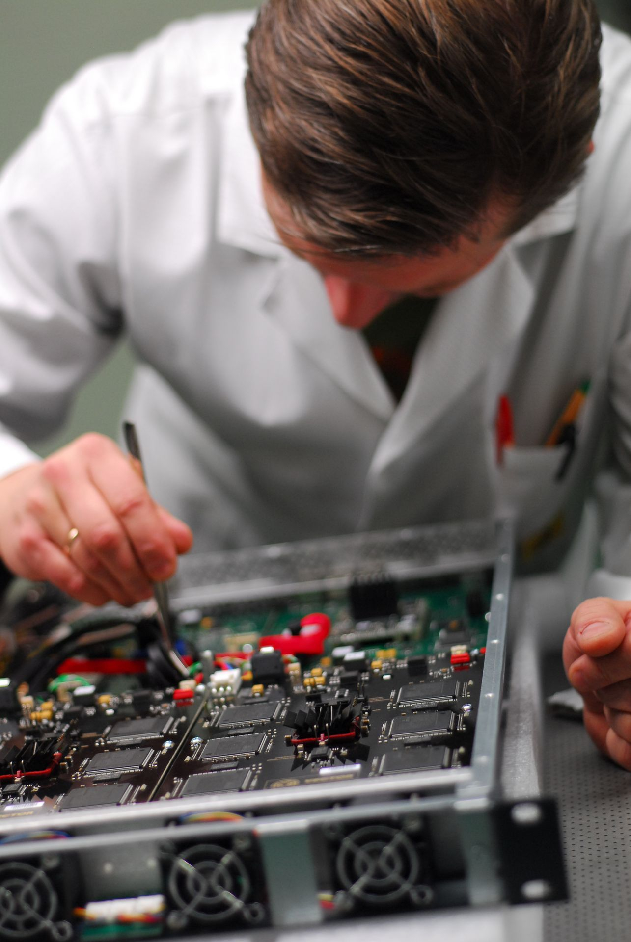 hardware-test-engineer-during-quality-control