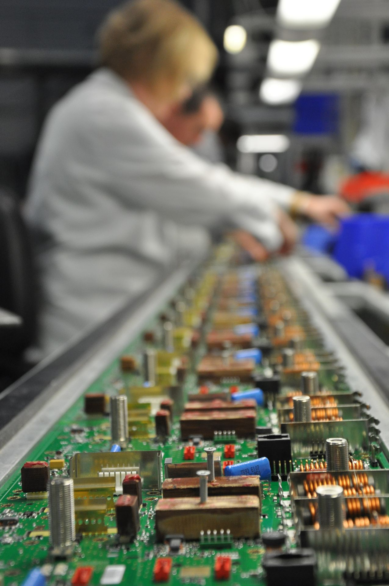 medium-volume-production-of-state-of-the-art-RF-node-in-vector-blue-hub-manufacturing-floor