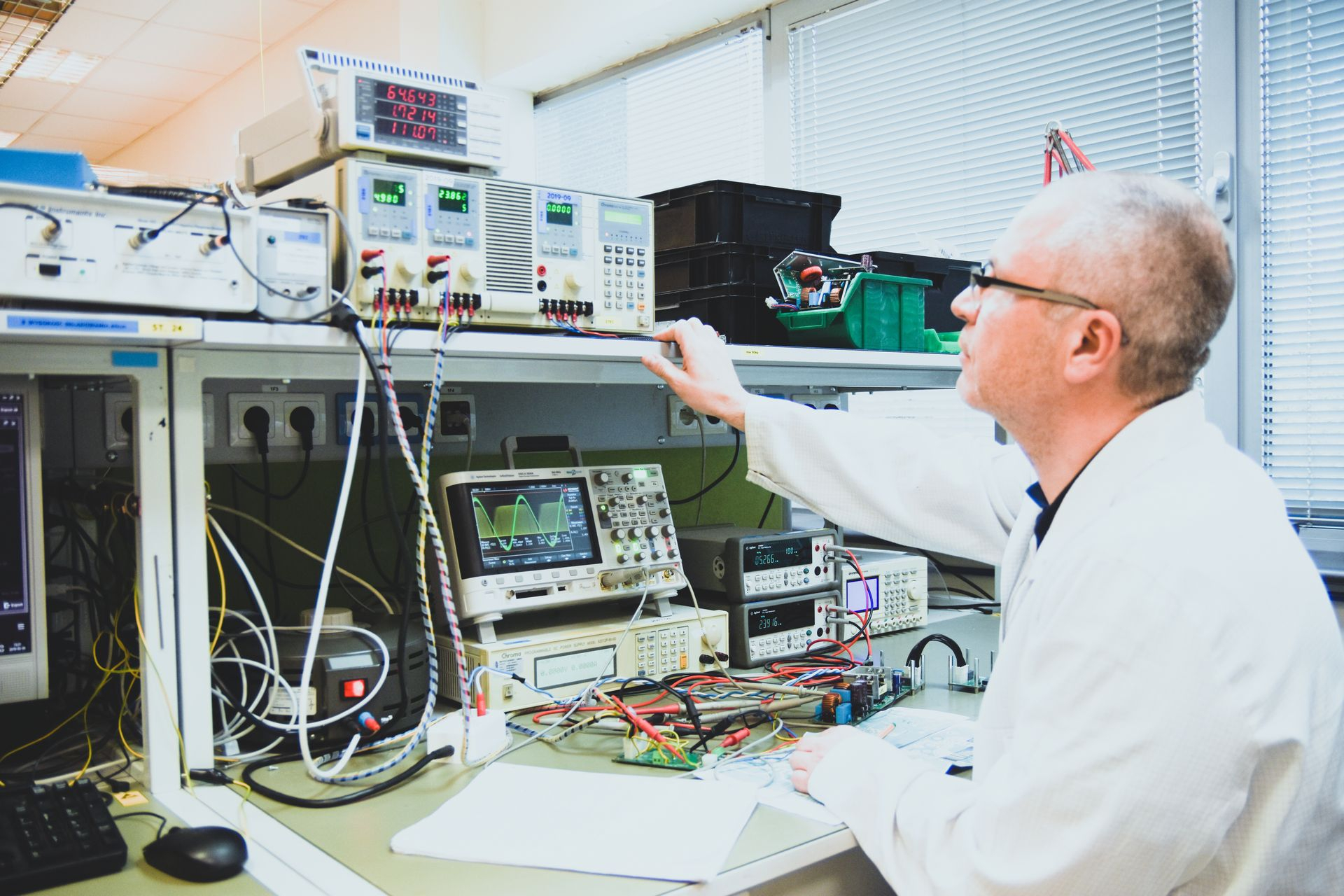 senior-hardware-engineer-testing-the-parameters-of-communication-technology-device